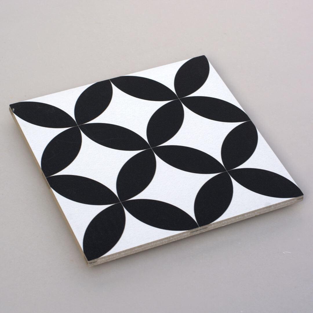 אריחים שחור לבן 6 ענבל אריחים מצוירים