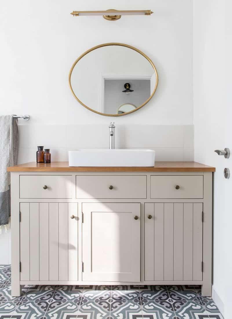 ארון אמבטיה בסגנון כפרי