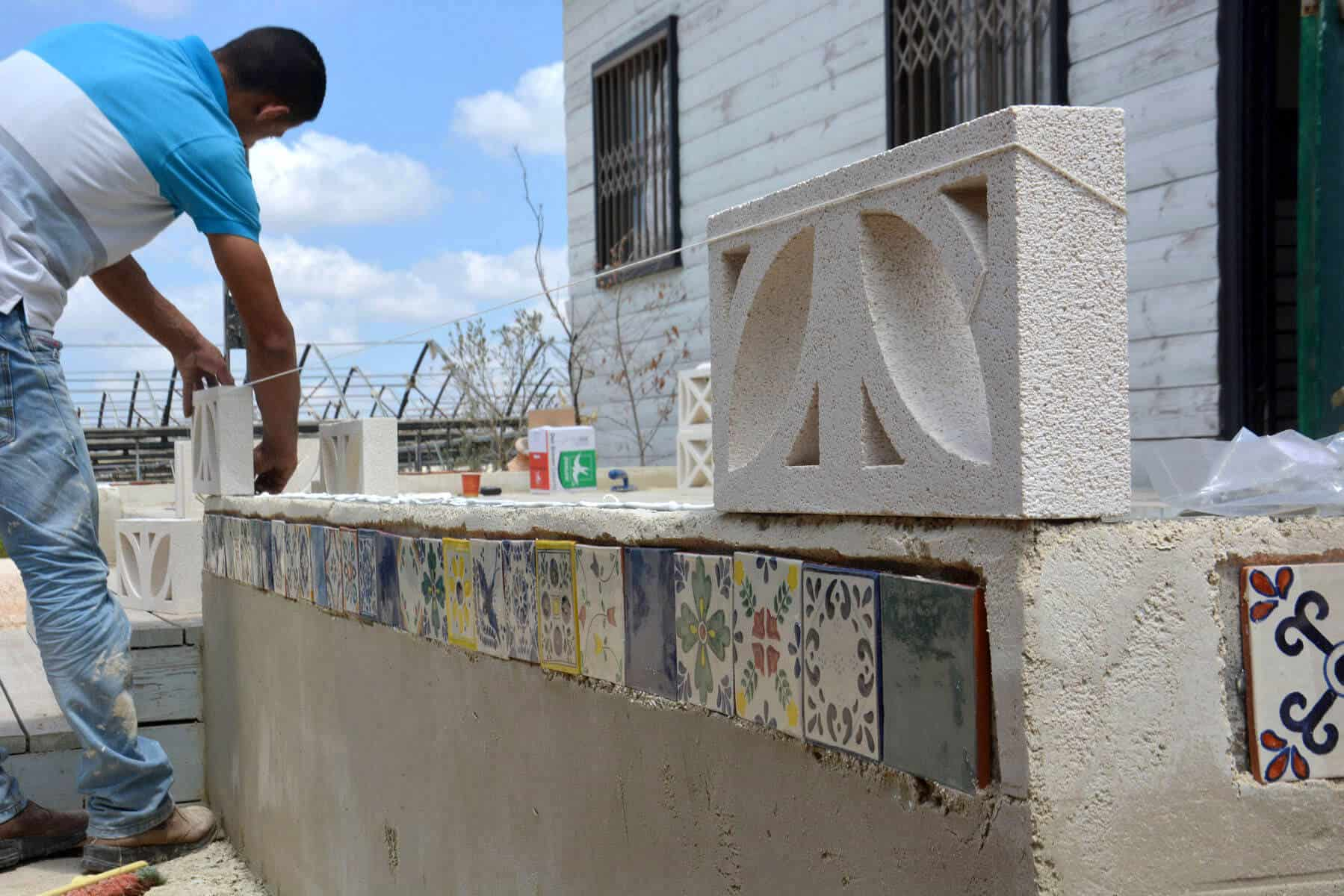בניית קיר משרביות