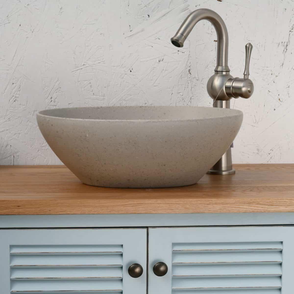 כיור אמבטיה אפור דמוי בטוןכיור אמבטיה אפור דמוי בטון