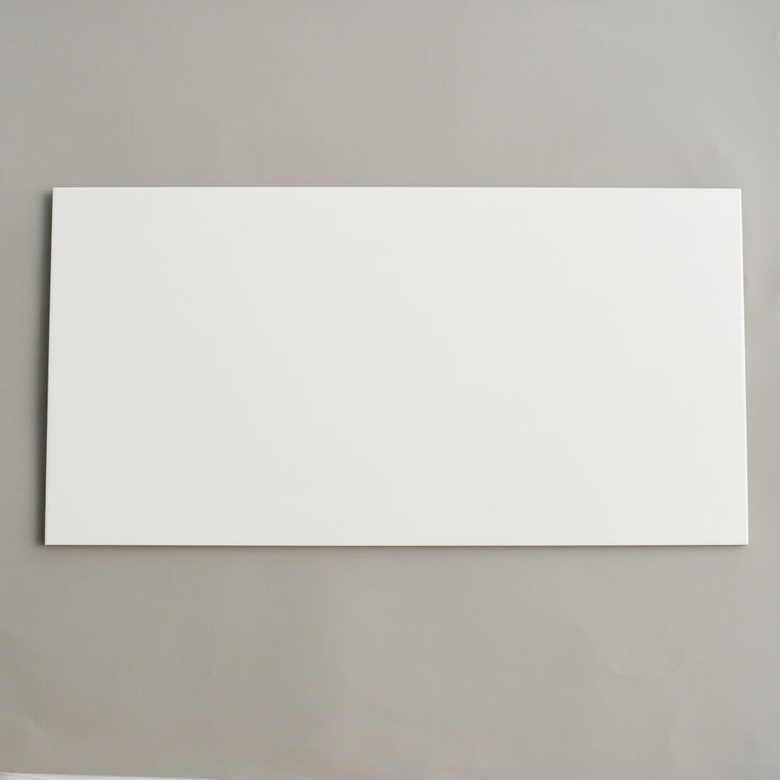 קרמיקה לאמבטיה לבנה 30/60 לחדר הרחצה