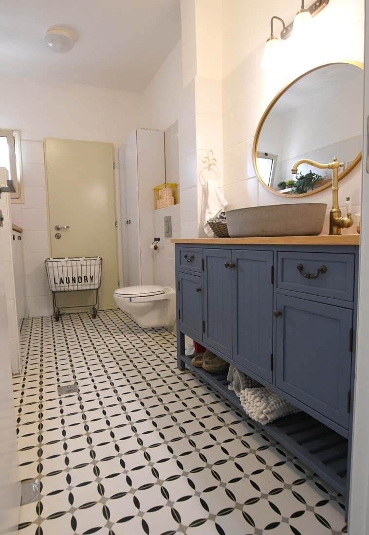 ארון אמבטיה בחדר רחצה
