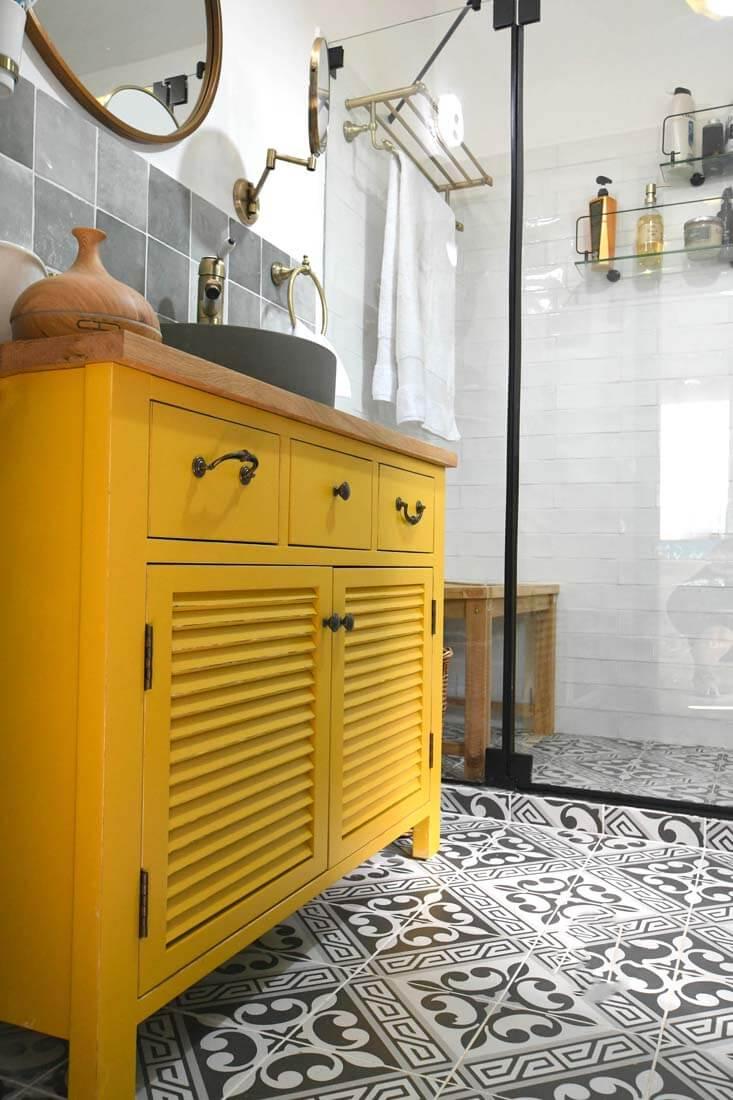 ארון אמבטיה בצבע צהוב