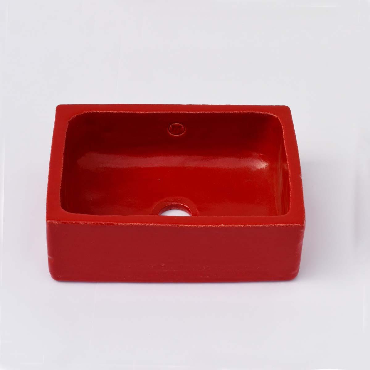 כיור אמבטיה קטן בצבע אדום