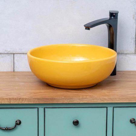 כיור אמבטיה מונח צהוב