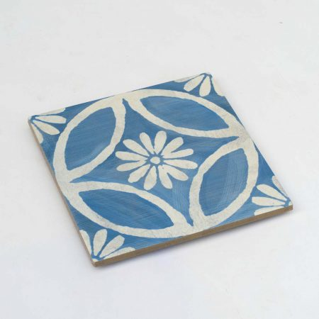 אריחים מצוירים כחול לבן אנטיסליפ
