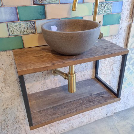 ארון אמבטיה ברזל ועץ