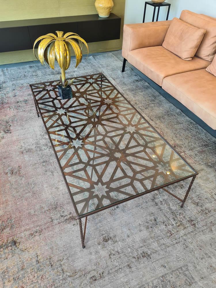שולחן משרביות מברזל וזכוכית
